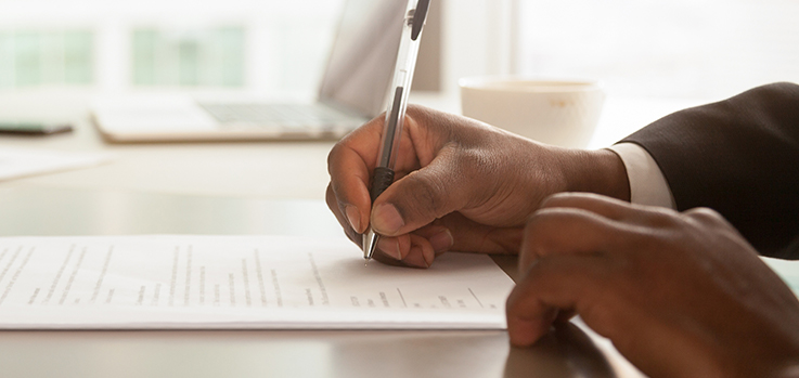 Outsourcing contracts: types and myths